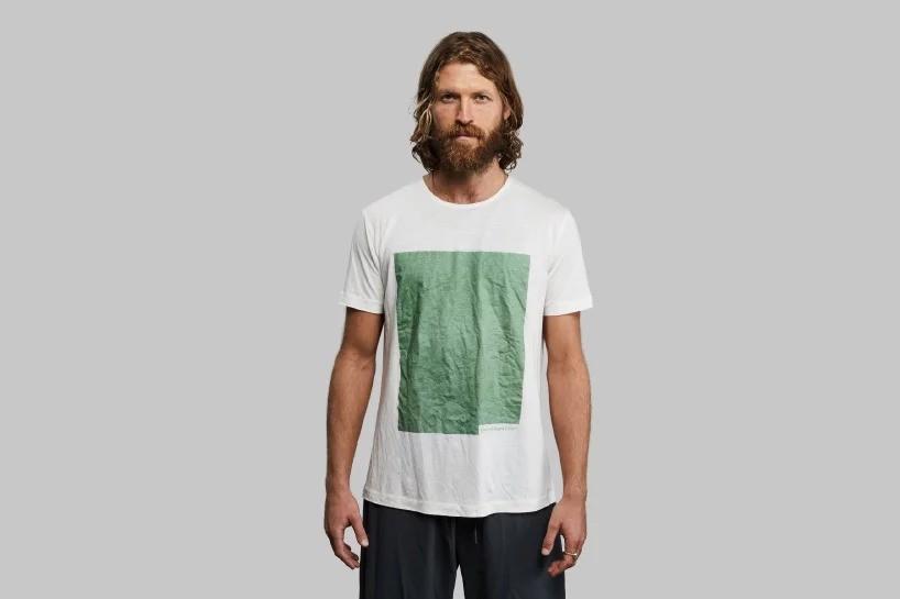 Эта футболка состоит из древесины и водорослей. Она способна разлагаться всего за 12 недель