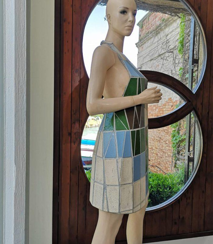 Художница создает одежду из обычной керамической плитки