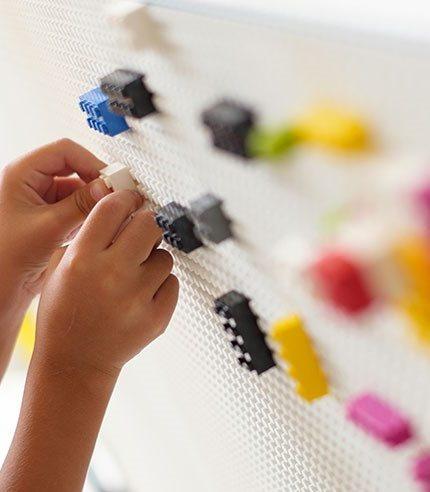 Необычная детская мебель в стиле LEGO разработана не только для детей