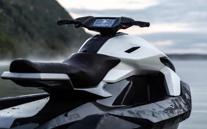 Монреальский стартап представляет электрический гидроцикл, который заряжается всего за 20 минут