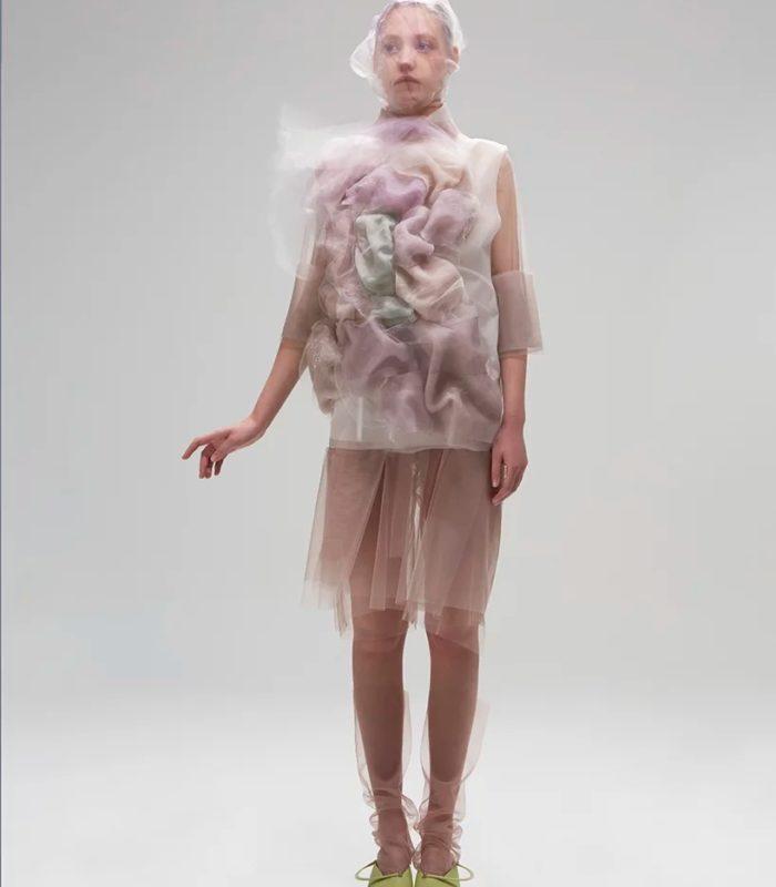 Дизайнер из Монреаля разработала одежду из силикона, стекла и органзы…