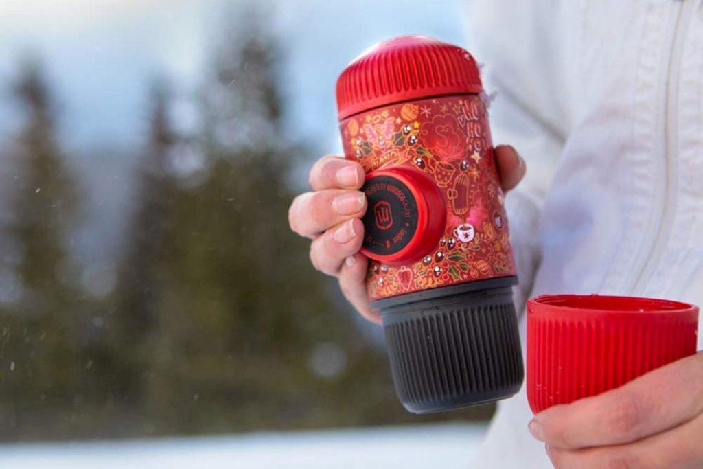 Это самая маленькая в мире переносная кофемашина