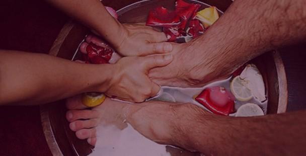 Новый закон? В Китае боссы моют ноги своим сотрудникам