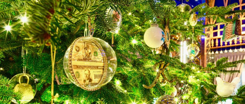 Посмотрите на самую дорогую рождественскую елку в мире!