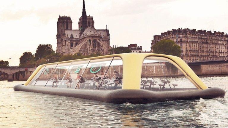 Плавающий тренажерный зал использует энергию человека, чтобы путешествовать по Сене