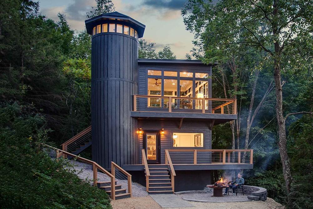 Вы можете остаться на ночь в этом уютном лесном домике
