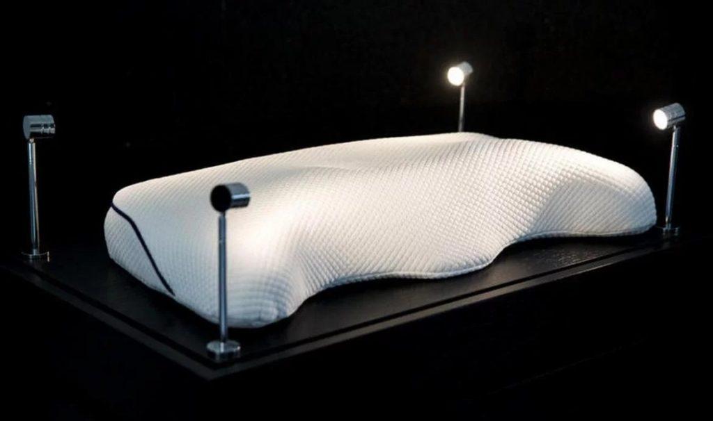 Это самая дорогая подушка в мире. Она стоит 57 500 $!