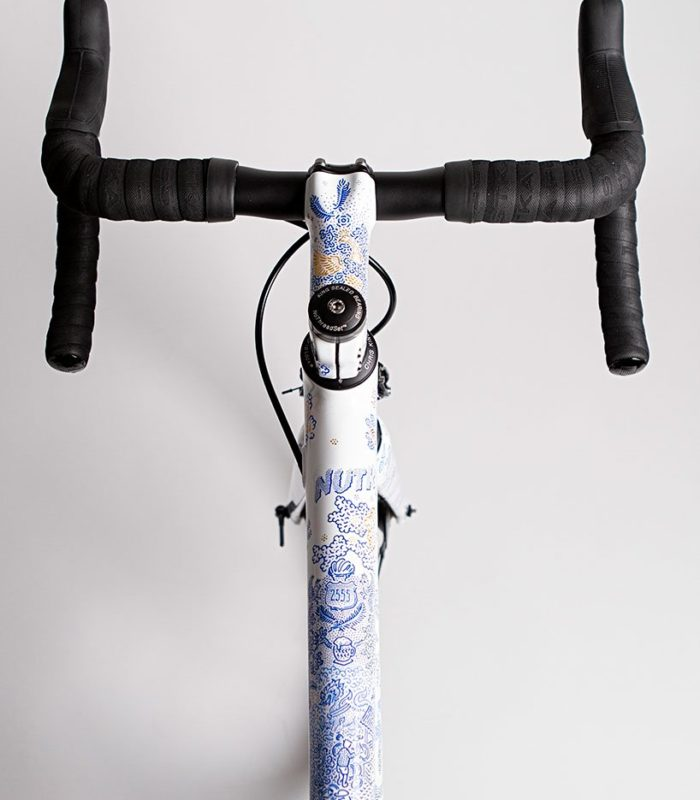 Он сделан на заказ! Фарфоровый велосипед с золотыми вставками…