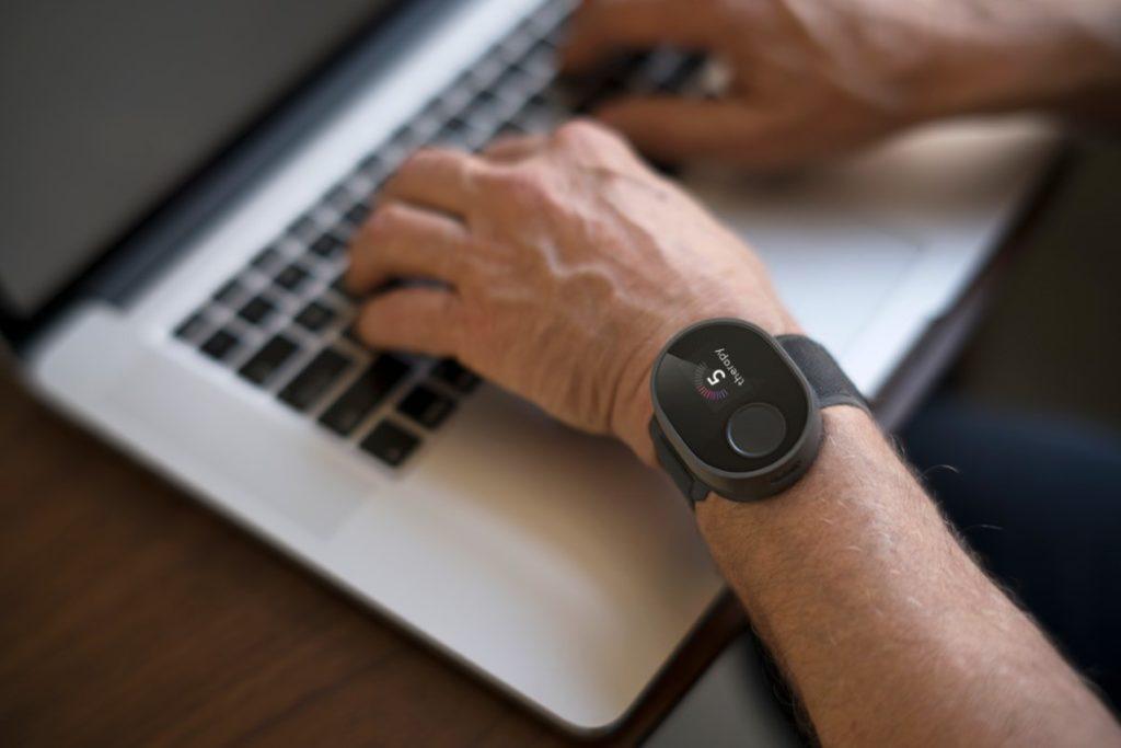 Cala Trio – наручный браслет, который помогает уменьшить дрожание рук