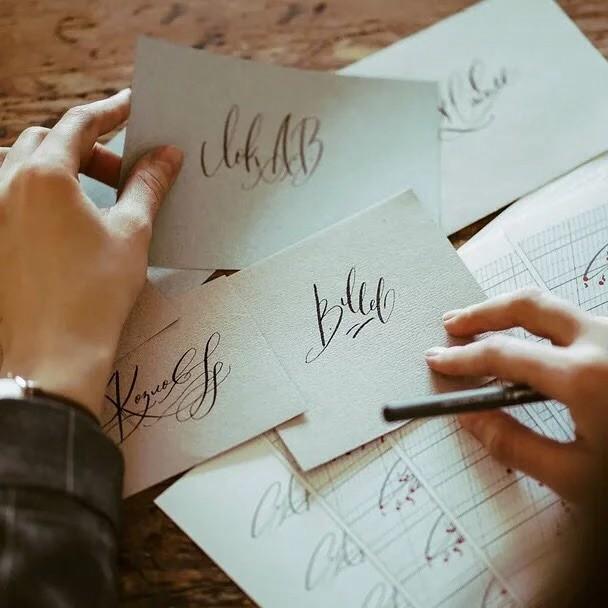 Российский студент в свои 20 лет зарабатывает за полгода 2 млн. рублей, создавая элегантные подписи под заказ