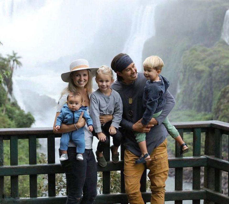 Эта семья из 5 человек продала все свои вещи и путешествует по миру, живя «жизнью по полной»