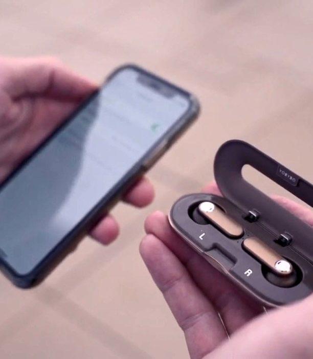 Они напоминают зубочистку в вашем кармане… Действительно самые тонкие беспроводные наушники в мире!