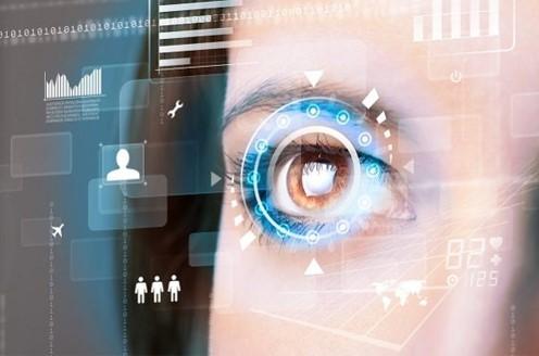 «Умная» контактная линза, меняя цвет, распознает проблемы с глазами…