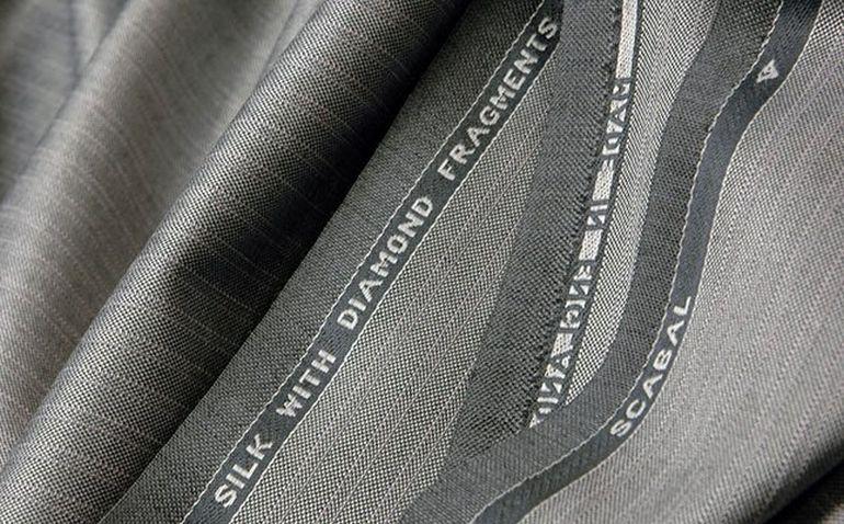 Они шьют костюмы из ткани, в состав которой входят настоящие бриллианты!