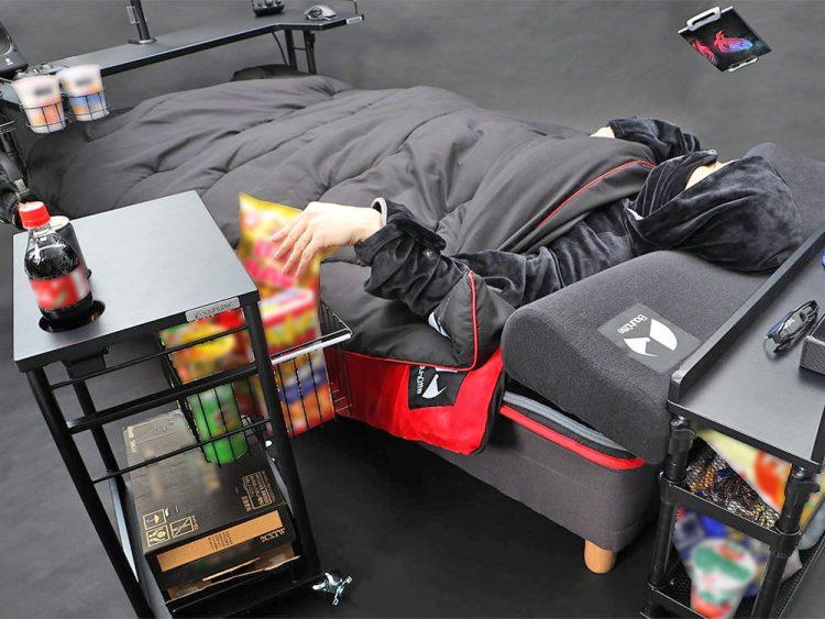 Теперь все делать можно лежа! Японский ритейлер представил необычную кровать для любителей компьютерных игр