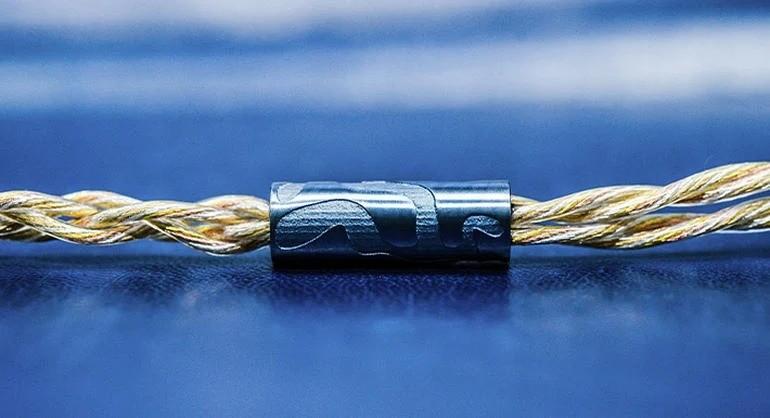 Сделаны из золота, титана и инкрустированы 800 сапфирами… Это самые дорогие наушники в мире!