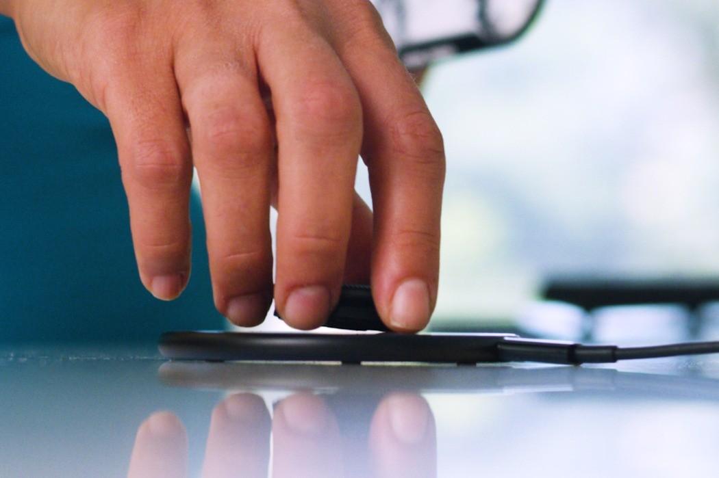 Это устройство позволит отказаться от Siri на iphone и напрямую разговаривать с Alexa или Google Assistant.