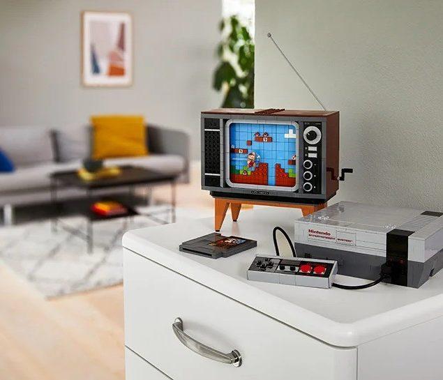 """LEGO выпустила набор, включающий телевизор и приставку с изображением игры """"Супер Марио"""", и это ностальгия в лучшем виде!"""