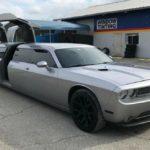 Лимузин Dodge Challenger – автомобильная диковинка с большим телевизором и барной стойкой