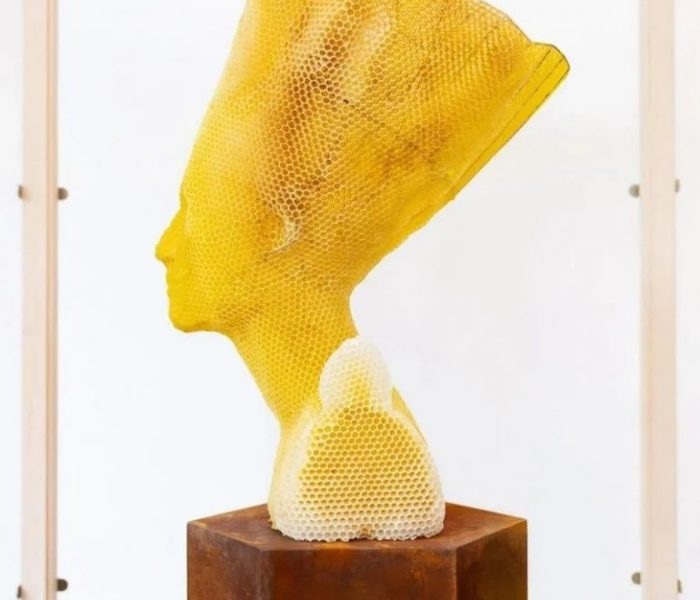 Просто невероятно! Этот художник «сотрудничал» с 60 000 пчелами, чтобы построить самую сладкую скульптуру в мире!