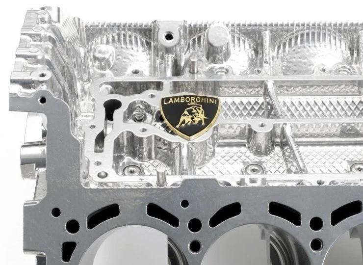 Журнальный столик из двигателя Lamborghini V10