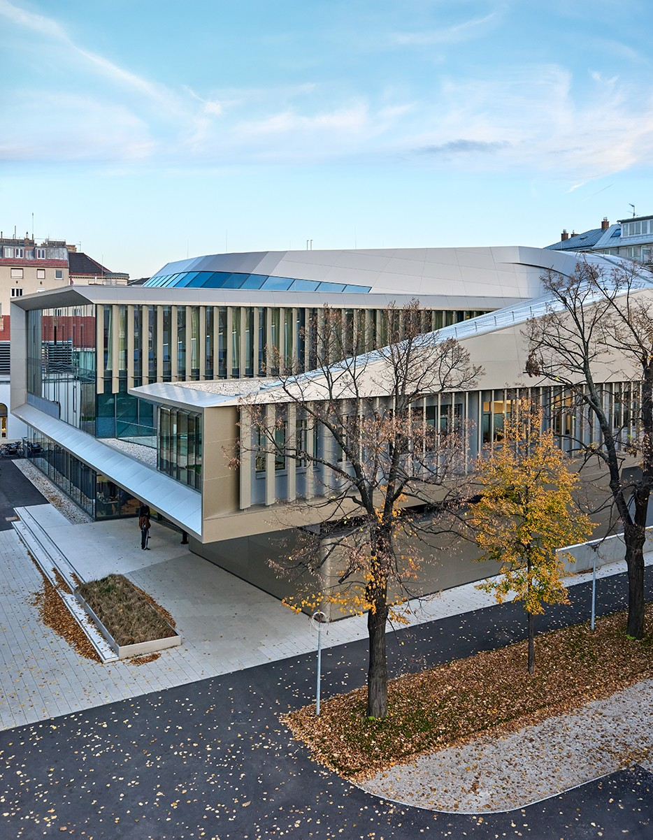 Это похоже на произведение искусства! Здание футуристического университета в Вене…