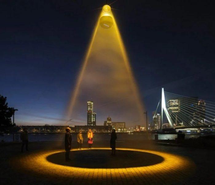 Голландский дизайнер создал «искусственное солнце», которое, по его мнению, очистит общественное пространство от коронавируса