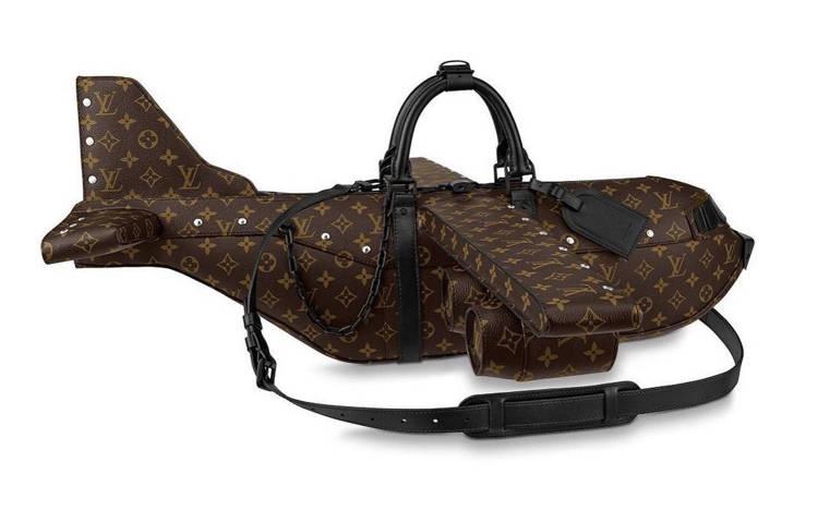 Эта сумочка стоит дороже, чем настоящий самолет!